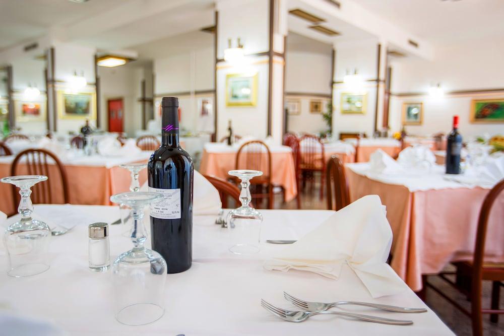 호텔 메디테라네오(Hotel Mediterraneo) Hotel Image 31 - Restaurant