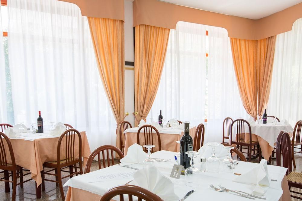 호텔 메디테라네오(Hotel Mediterraneo) Hotel Image 32 - Restaurant