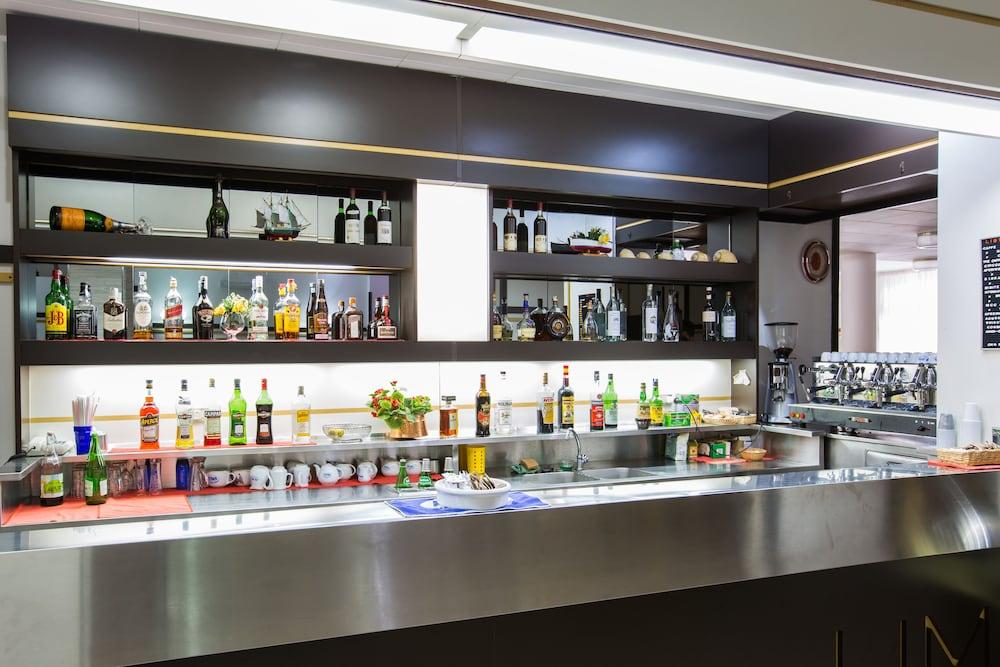 호텔 메디테라네오(Hotel Mediterraneo) Hotel Image 34 - Hotel Bar