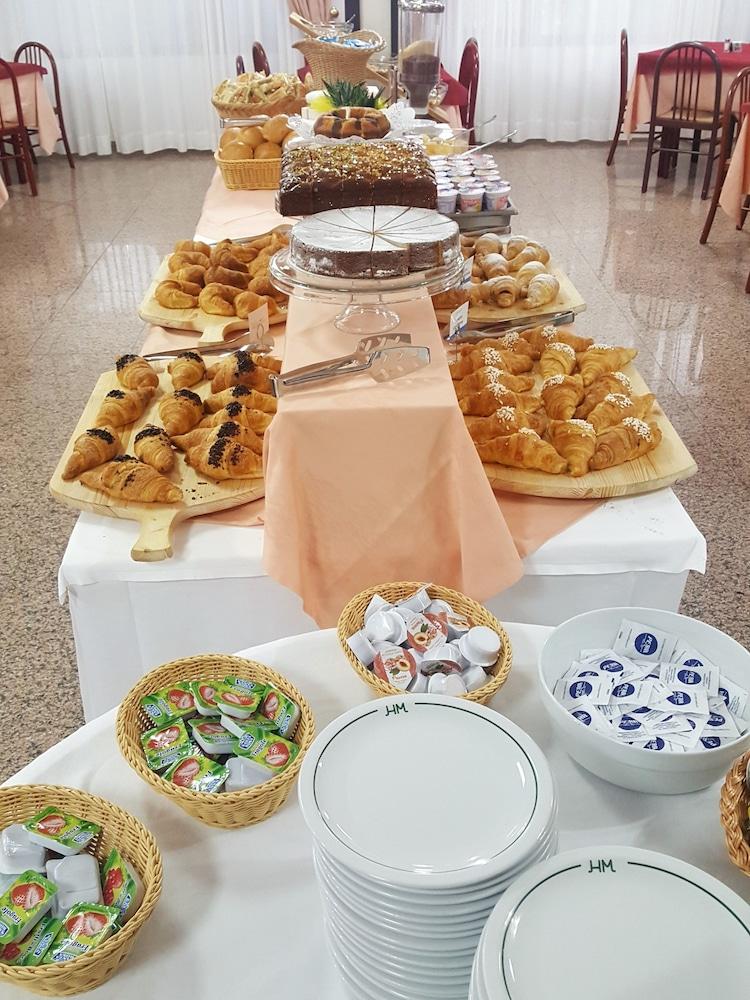호텔 메디테라네오(Hotel Mediterraneo) Hotel Image 26 - Breakfast Area