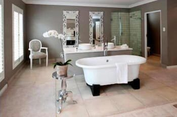 더 웨슬리(The Wesley) Hotel Image 35 - Bathroom Amenities