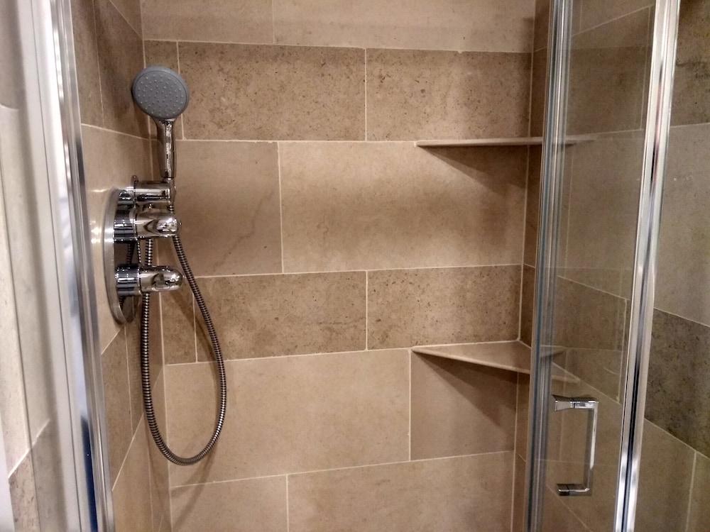 M스테이 러셀 코트 호텔(MStay Russell Court Hotel) Hotel Image 40 - Bathroom