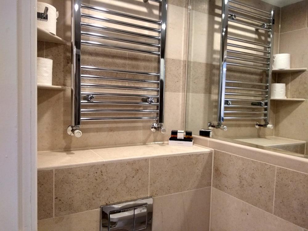 M스테이 러셀 코트 호텔(MStay Russell Court Hotel) Hotel Image 39 - Bathroom
