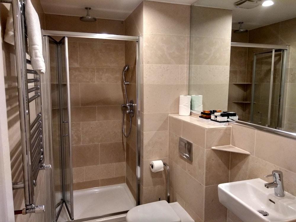 M스테이 러셀 코트 호텔(MStay Russell Court Hotel) Hotel Image 43 - Bathroom