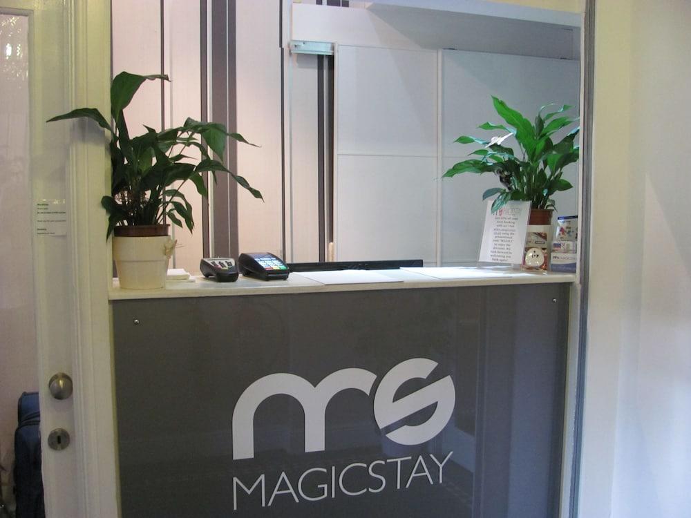 M스테이 러셀 코트 호텔(MStay Russell Court Hotel) Hotel Image 30 - Reception