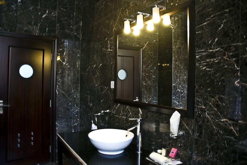 미라지 로열 호텔(Mirage Royale Hotel) Hotel Image 13 - Bathroom