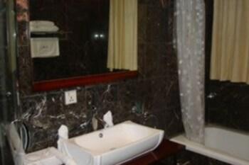 미라지 로열 호텔(Mirage Royale Hotel) Hotel Image 12 - Bathroom
