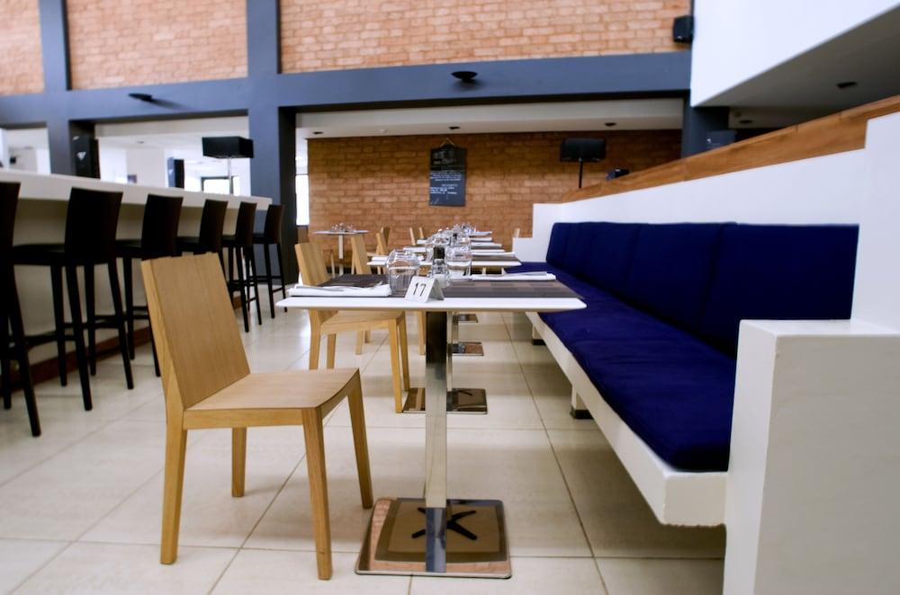 오노모 호텔 다카르(Onomo Hotel Dakar) Hotel Image 15 - Hotel Bar