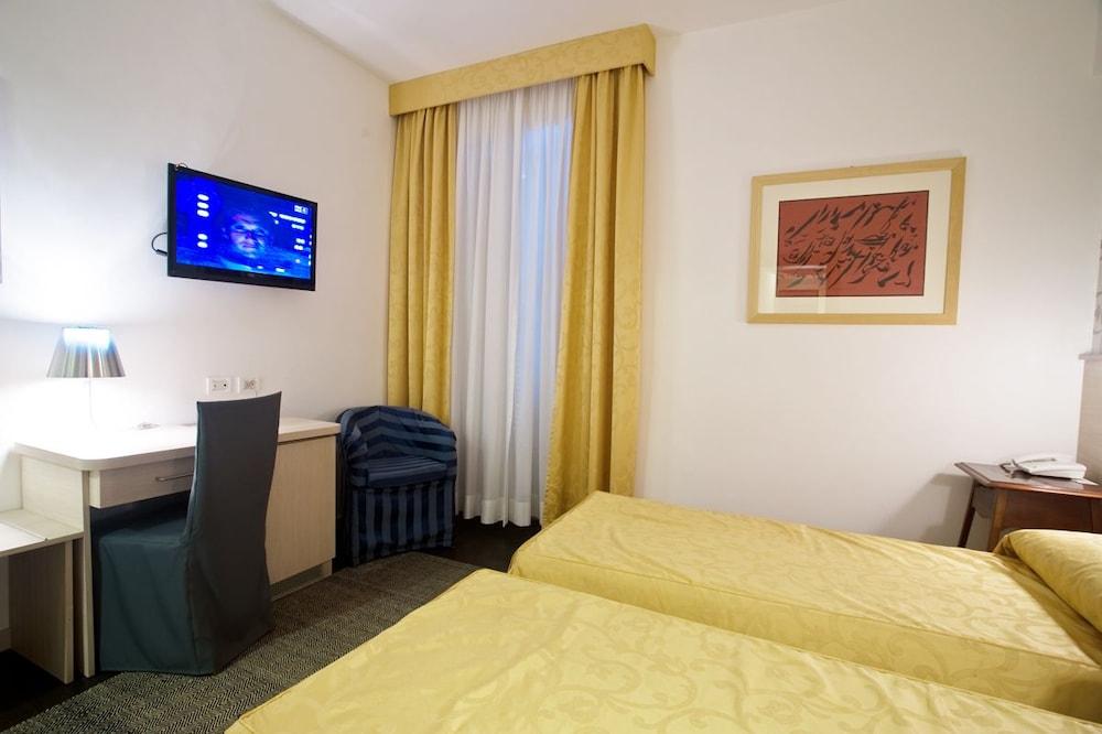호텔 아피아 442(Hotel Appia 442) Hotel Image 10 - Guestroom