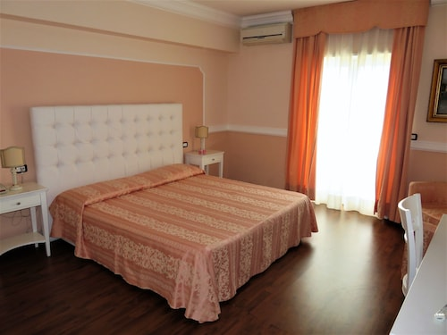 __{offers.Best_flights}__ Bouganville Palace Hotel