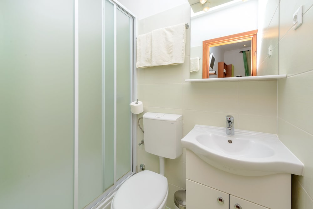 스튜디오 아파트먼츠 스트라둔(Studio Apartments Stradun) Hotel Image 68 - Bathroom