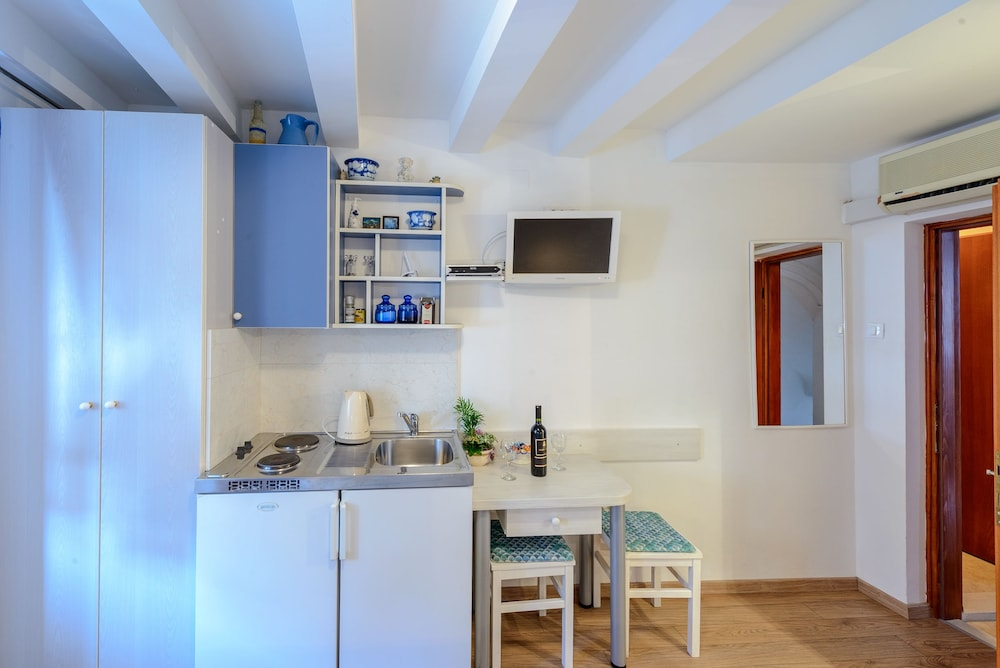 스튜디오 아파트먼츠 스트라둔(Studio Apartments Stradun) Hotel Image 58 - In-Room Kitchenette
