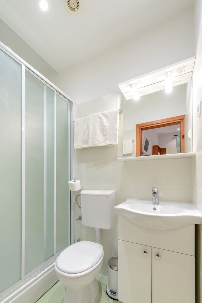 스튜디오 아파트먼츠 스트라둔(Studio Apartments Stradun) Hotel Image 71 - Bathroom