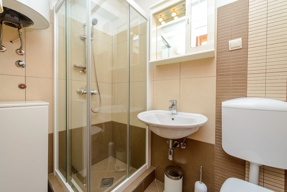 스튜디오 아파트먼츠 스트라둔(Studio Apartments Stradun) Hotel Image 74 - Bathroom
