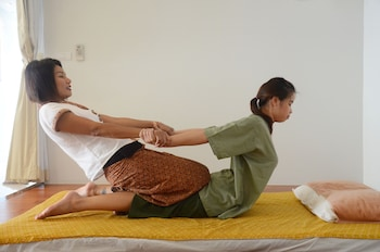 Studio Free 30Min Thai Massage for 2/stay