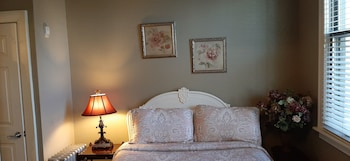 Room #4 - Queen Bed