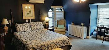 Room #6 - Full Bed