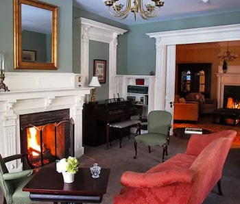 Hotel - The Summit DeBary Inn
