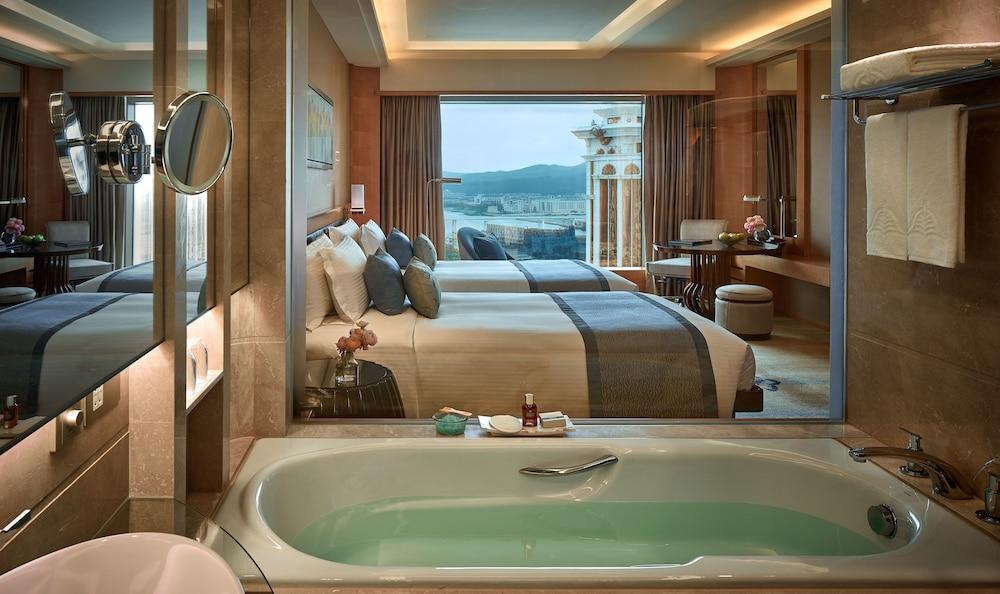 마카오 호텔 추천 갤럭시 호텔 객실과 욕조