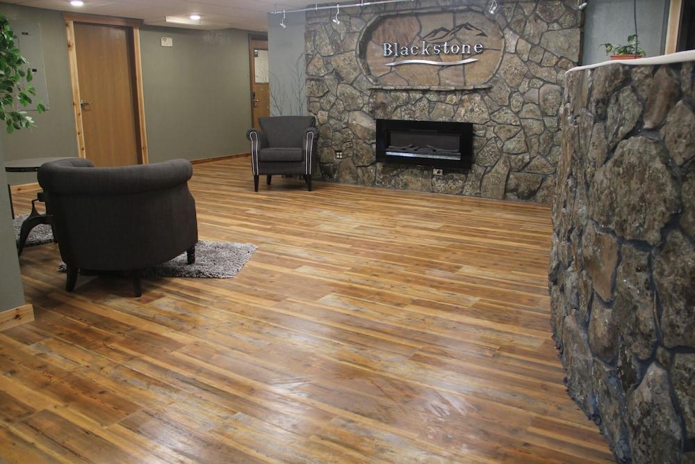 블랙스톤 로지 & 스위트(Blackstone Lodge & Suites) Hotel Image 0 - Featured Image