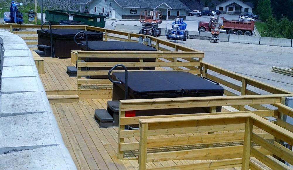 블랙스톤 로지 & 스위트(Blackstone Lodge & Suites) Hotel Image 21 - Outdoor Spa Tub