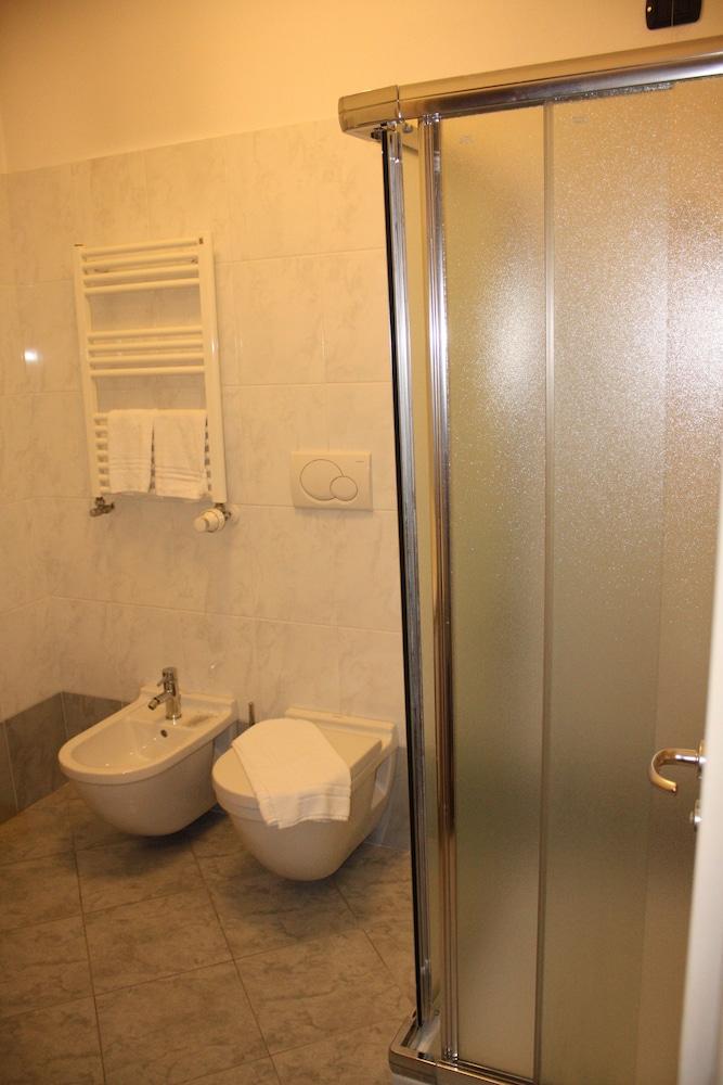 호텔 2C(Hotel 2C) Hotel Image 13 - Bathroom
