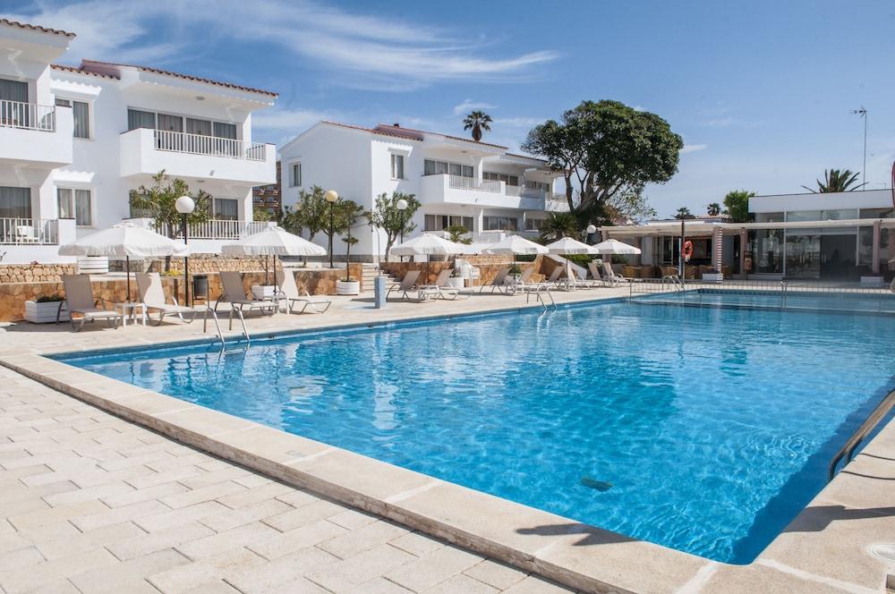 아파르타멘토스 로스 나란호스(Apartamentos Los Naranjos) Hotel Image 1 - Pool