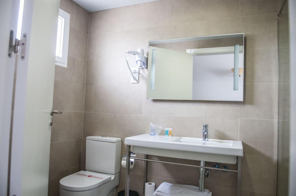 아파르타멘토스 로스 나란호스(Apartamentos Los Naranjos) Hotel Image 21 - Bathroom