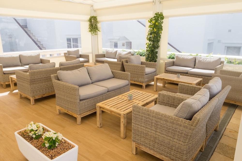 아파르타멘토스 로스 나란호스(Apartamentos Los Naranjos) Hotel Image 35 - Hotel Lounge
