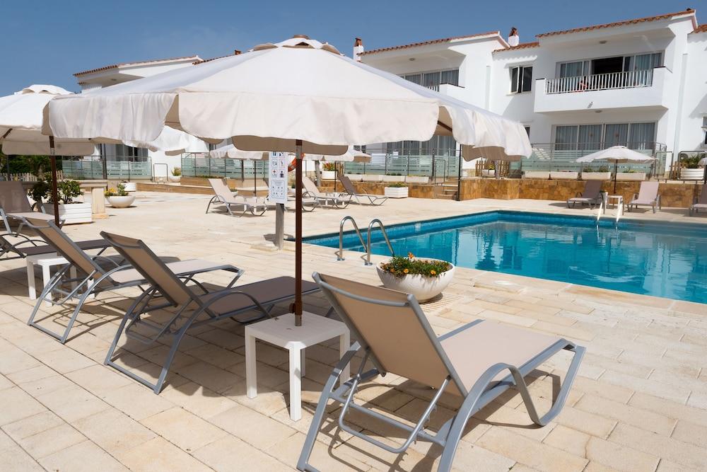 아파르타멘토스 로스 나란호스(Apartamentos Los Naranjos) Hotel Image 26 - Outdoor Pool