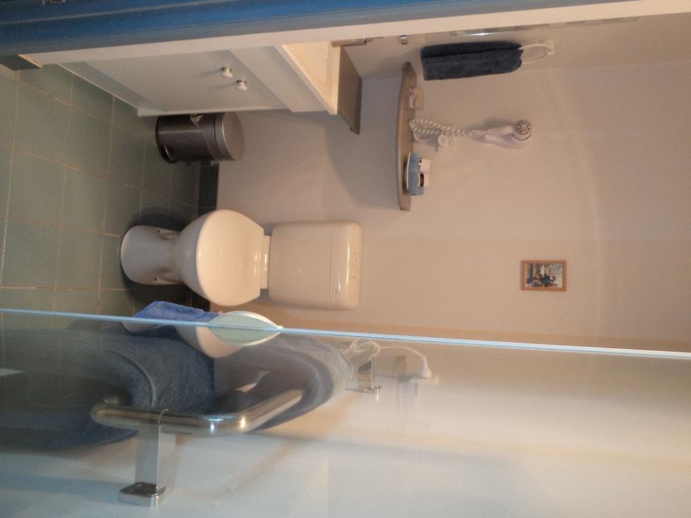 프레이시넷 워터스(Freycinet Waters) Hotel Image 29 - Bathroom