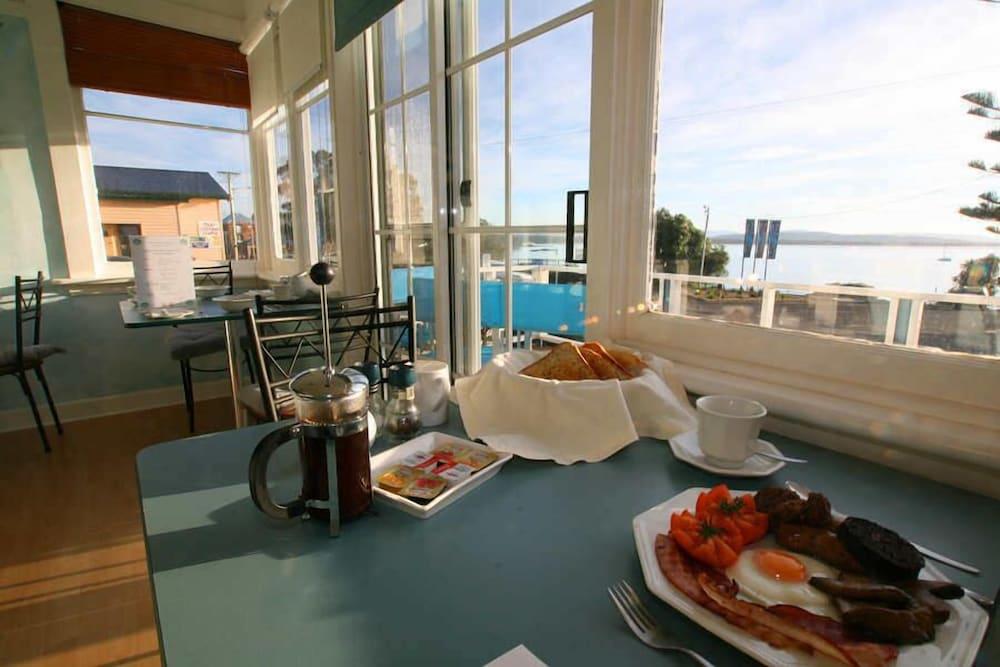 프레이시넷 워터스(Freycinet Waters) Hotel Image 38 - Dining