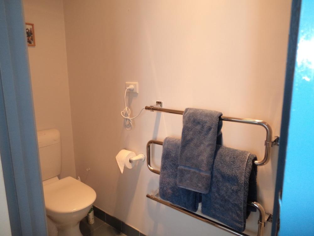 프레이시넷 워터스(Freycinet Waters) Hotel Image 33 - Bathroom