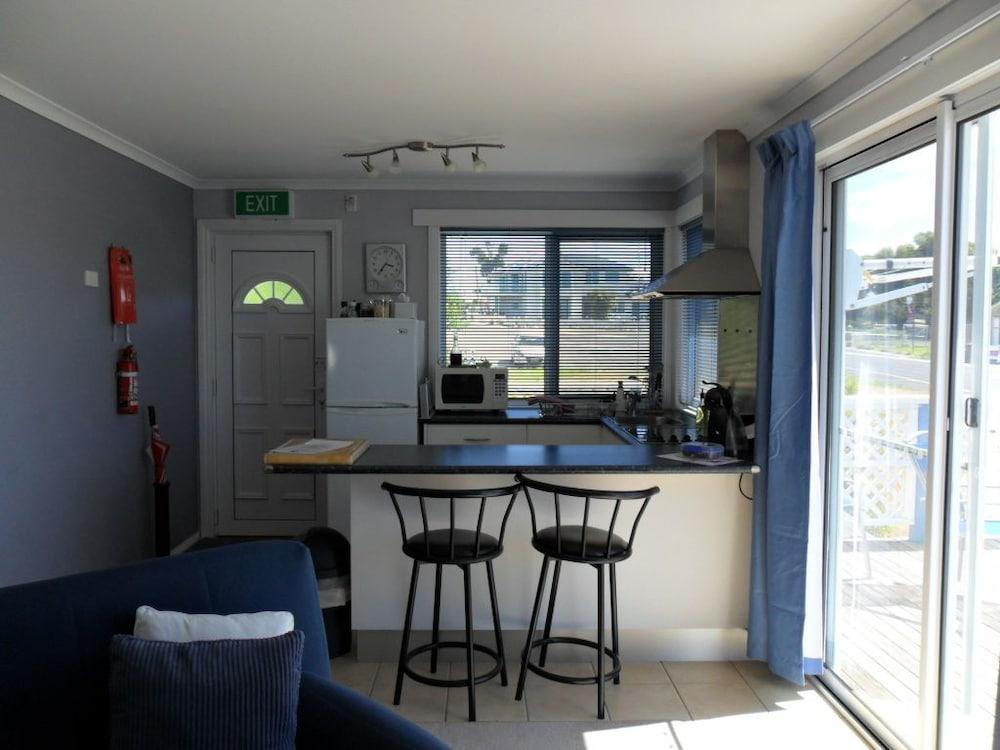 프레이시넷 워터스(Freycinet Waters) Hotel Image 16 - In-Room Kitchen