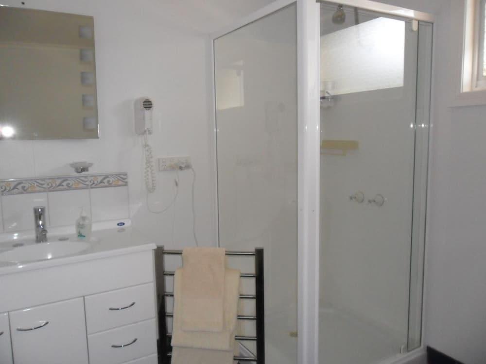 프레이시넷 워터스(Freycinet Waters) Hotel Image 32 - Bathroom