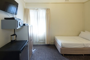 Guestroom at Neutral Bay Lodge in Neutral Bay