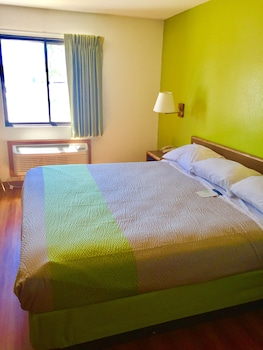 Motel 6 Fargo - South - Guestroom  - #0