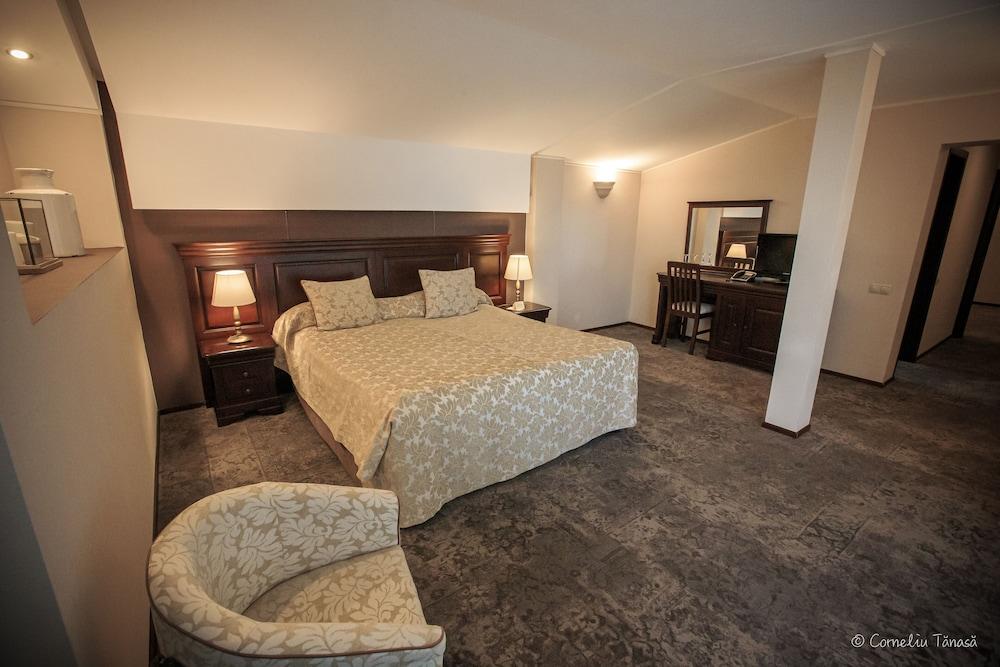 https://i.travelapi.com/hotels/5000000/4380000/4370700/4370658/88fa07ff_z.jpg
