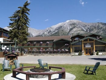 Hotel - Rundle Mountain Lodge