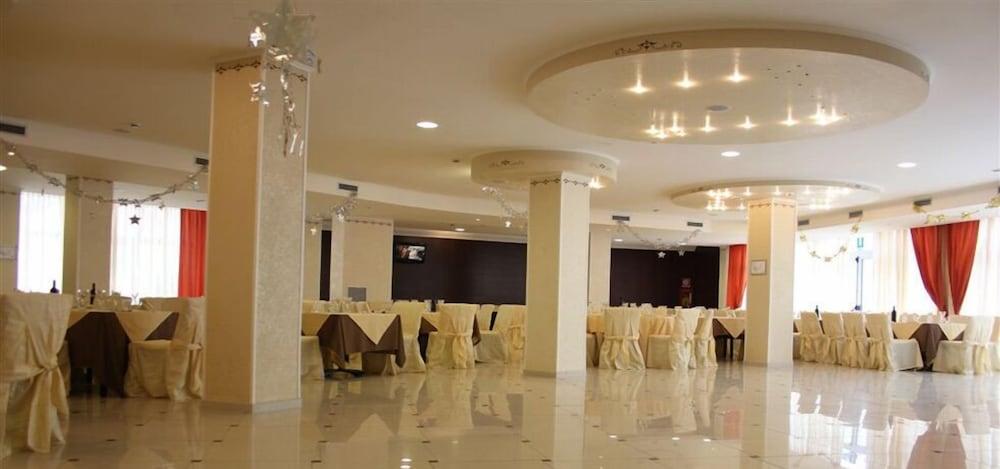 그랜드 호텔 데이 카발리에리(Grand Hotel dei Cavalieri) Hotel Image 36 - Banquet Hall