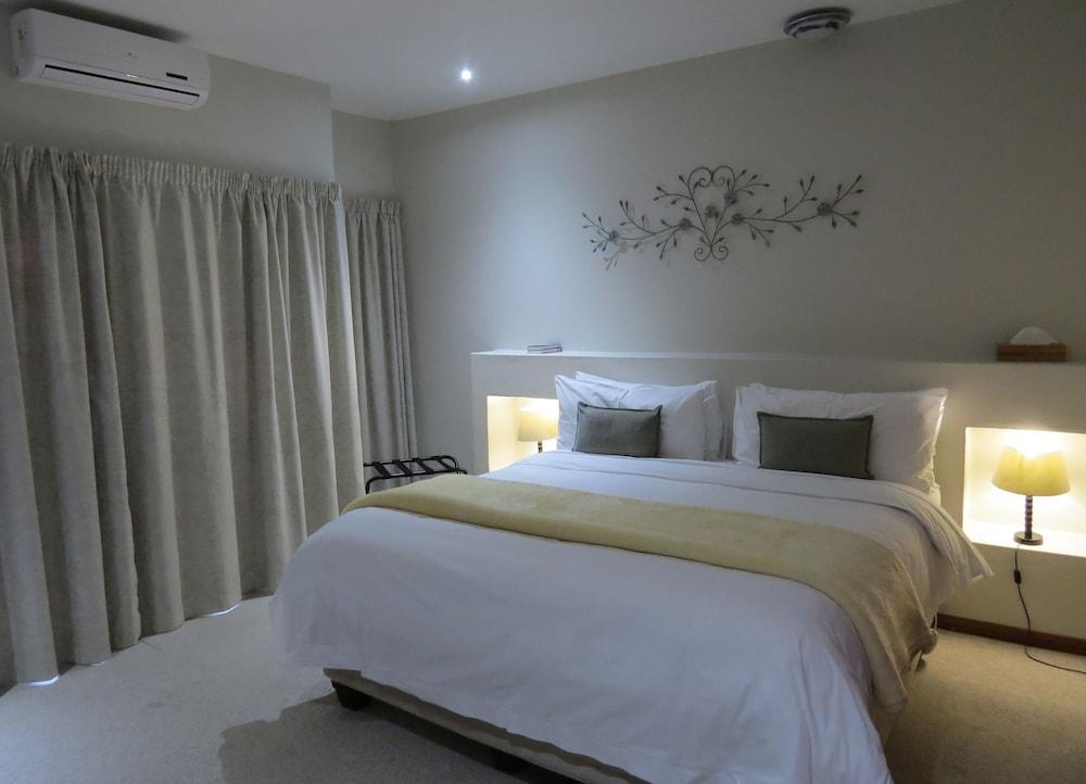 https://i.travelapi.com/hotels/5000000/4380000/4374500/4374458/bb3b283e_z.jpg