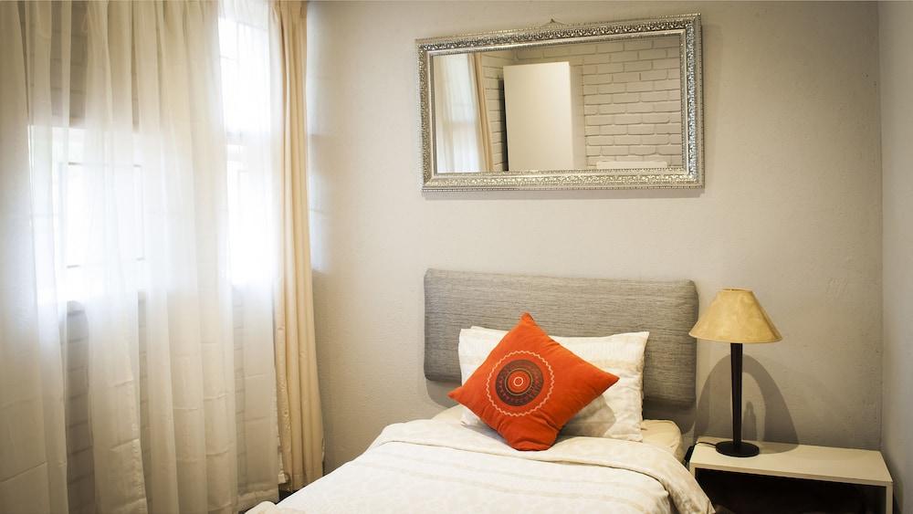 포레스트 뷰 게스트 하우스 & 셀프 캐터링(Forest View Guest House & Self Catering) Hotel Image 8 - Guestroom
