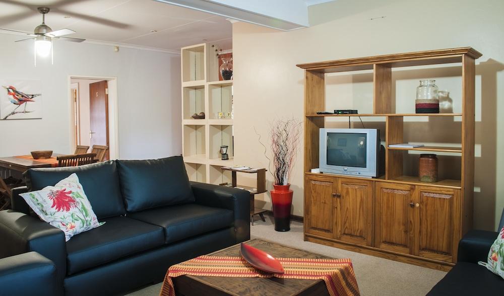 포레스트 뷰 게스트 하우스 & 셀프 캐터링(Forest View Guest House & Self Catering) Hotel Image 4 - Guestroom