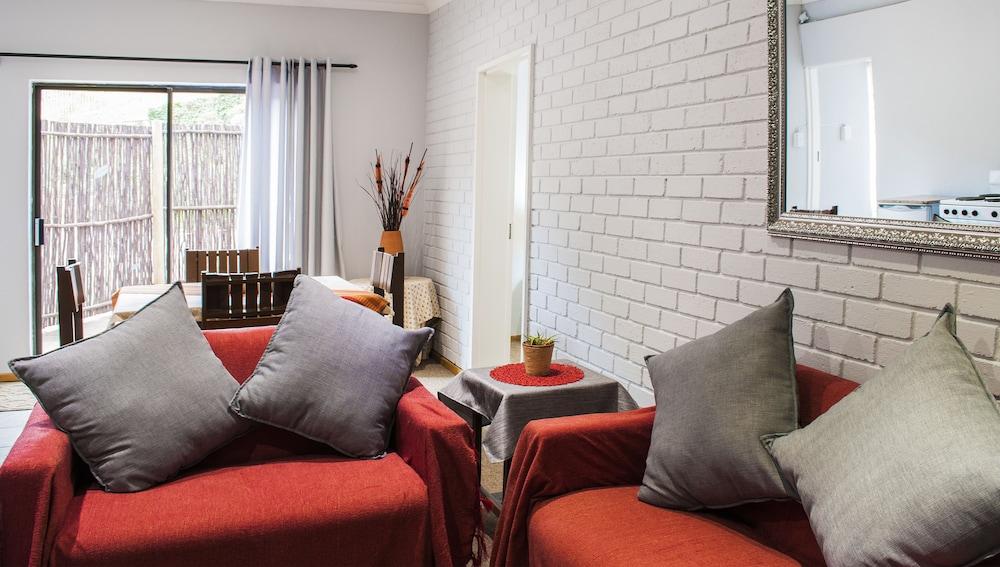 포레스트 뷰 게스트 하우스 & 셀프 캐터링(Forest View Guest House & Self Catering) Hotel Image 15 - Living Area