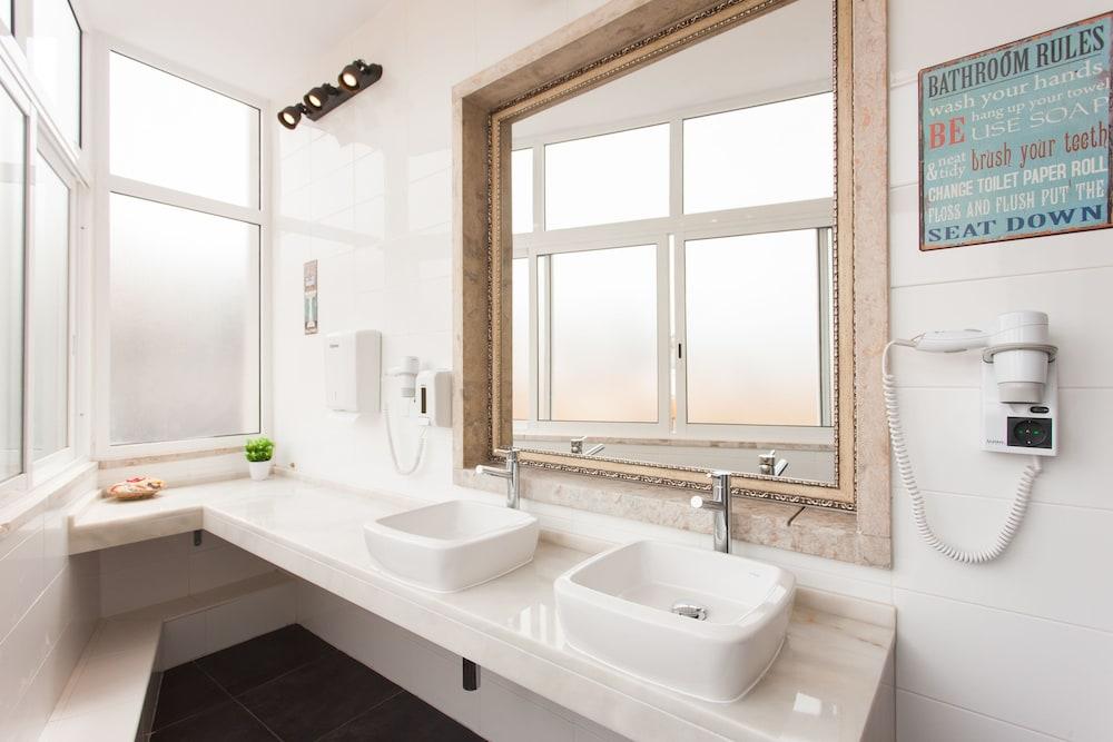 비 리스본 호스텔(Be Lisbon Hostel) Hotel Image 13 - Bathroom