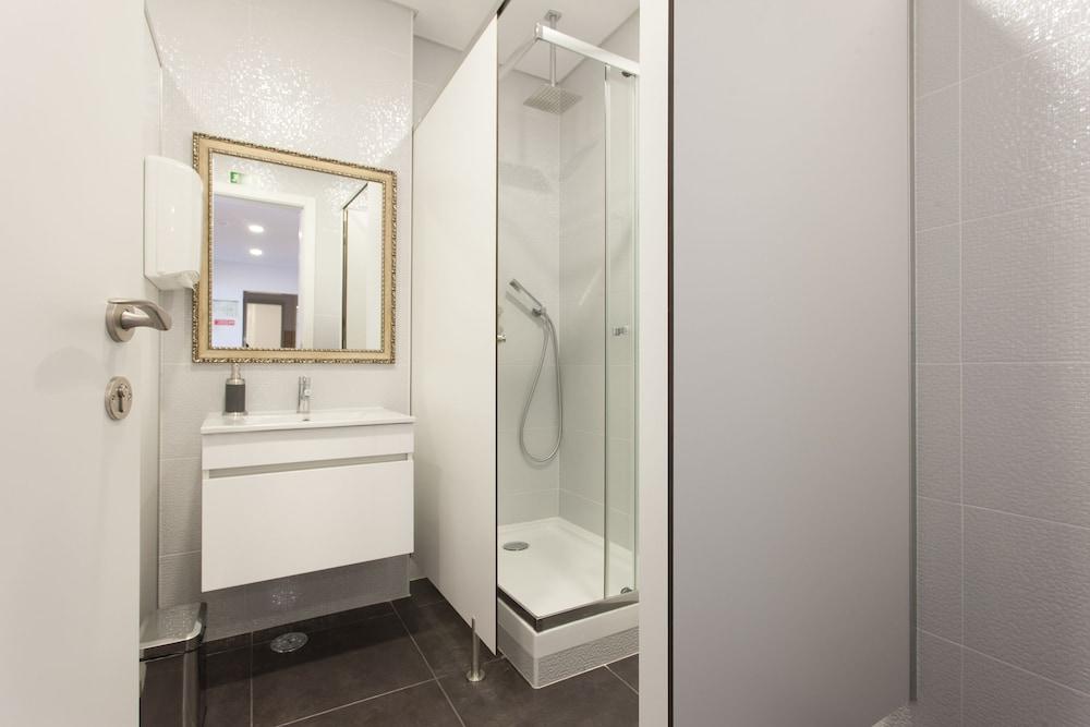 비 리스본 호스텔(Be Lisbon Hostel) Hotel Image 12 - Bathroom