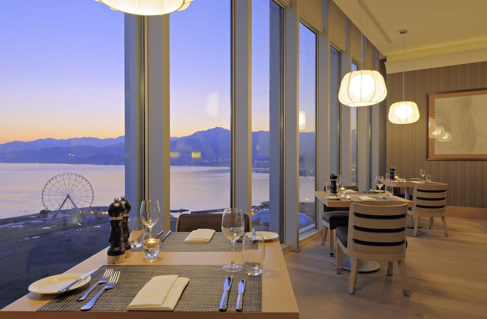 래디슨 블루 호텔 바투미(Radisson Blu Hotel Batumi) Hotel Image 52 - Restaurant