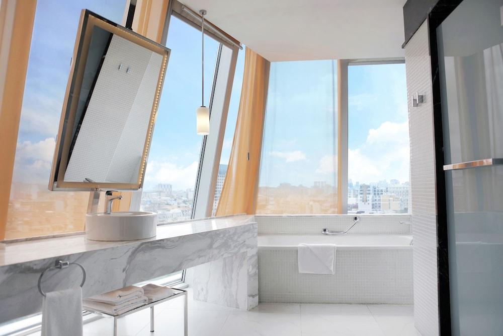 래디슨 블루 호텔 바투미(Radisson Blu Hotel Batumi) Hotel Image 30 - Bathroom