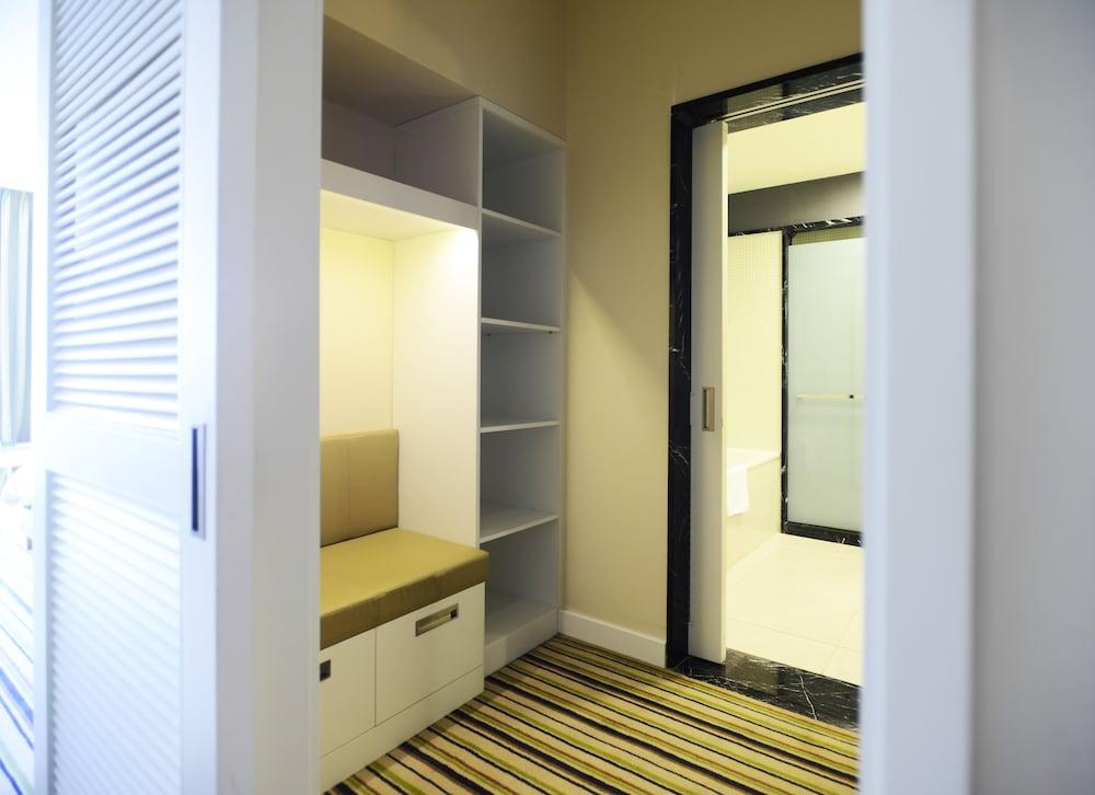 래디슨 블루 호텔 바투미(Radisson Blu Hotel Batumi) Hotel Image 15 - Guestroom