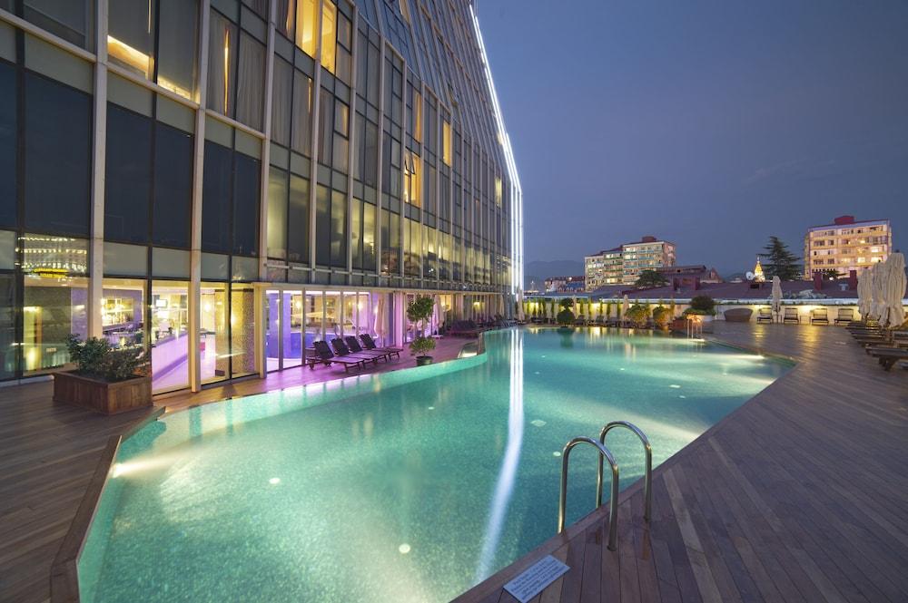래디슨 블루 호텔 바투미(Radisson Blu Hotel Batumi) Hotel Image 39 - Outdoor Pool